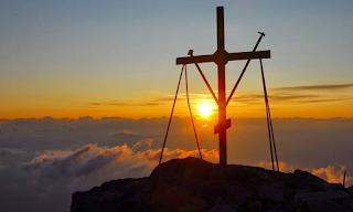 Ύψωση του Τίμιου Σταυρού: Μεγάλη γιορτή σήμερα για την Ορθοδοξία - Τι γιορτάζουμε και γιατί;