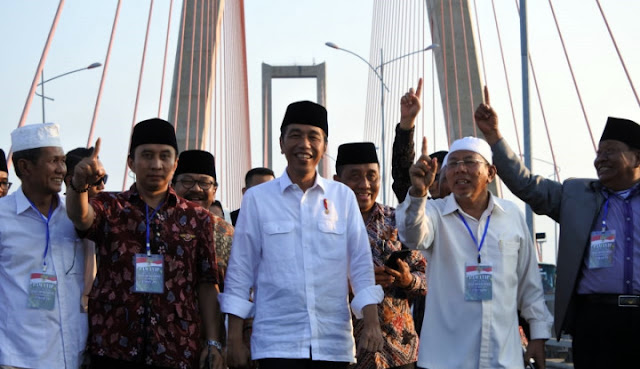 Diduga Kampanye Terselubung, Jokowi Dilaporkan ke Bawaslu soal Tol Gratis Suramadu