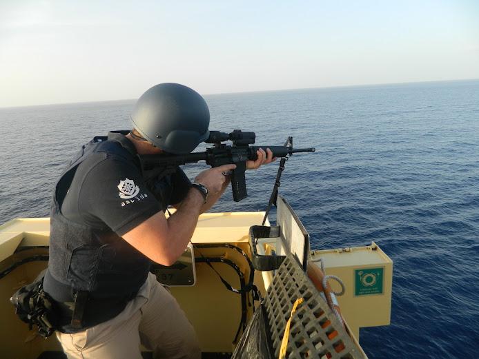 Οι Έλληνες που... τα βάζουν με τους πειρατές στη Σομαλία! (Εικόνες)