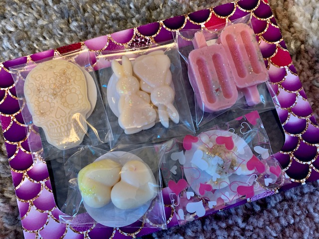 Selection of wax shapes in different scents and shapes