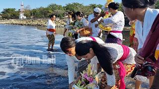 Tradisi Ngulapin : Cara Orang Bali Mengantarkan Roh Gentayangan