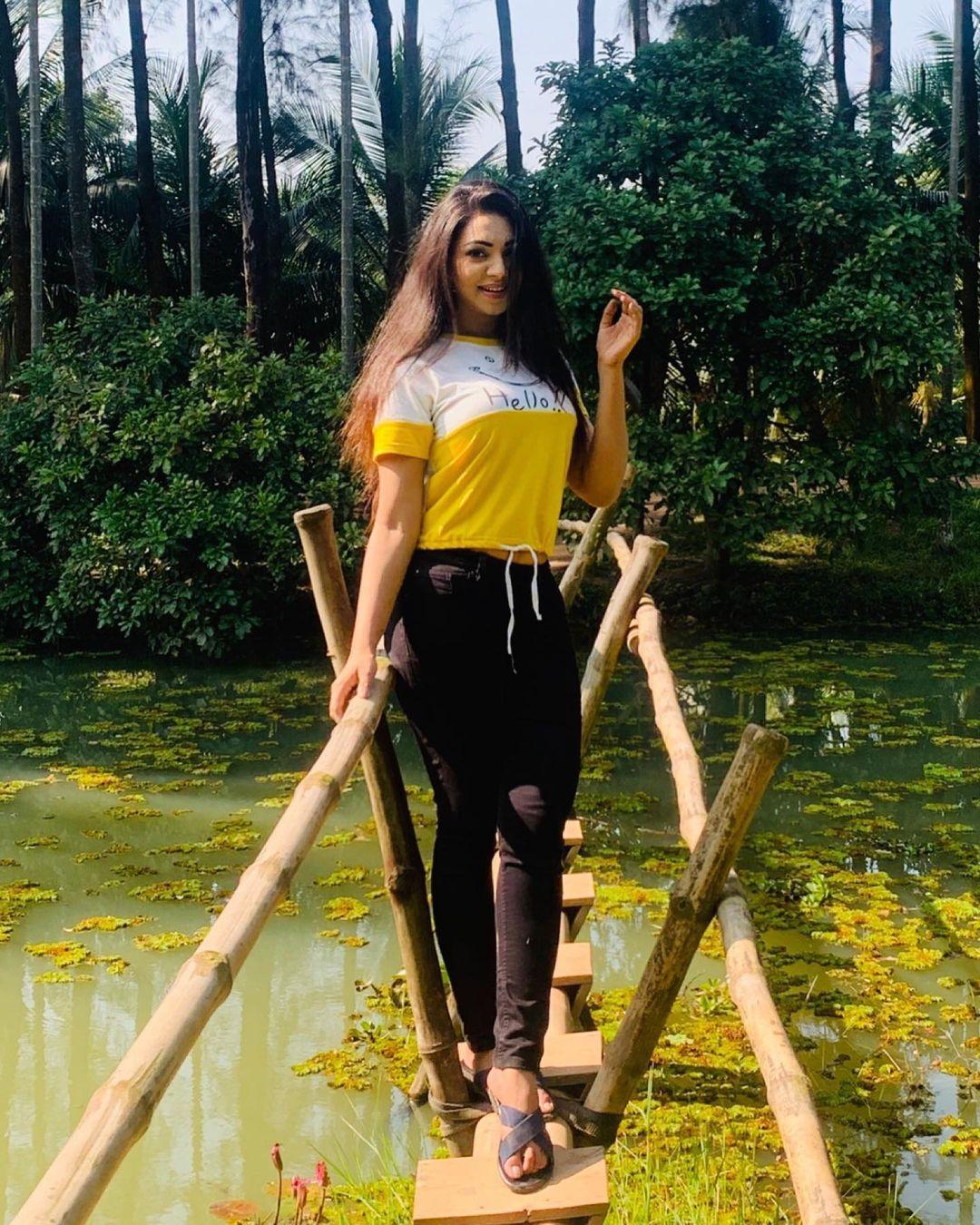 মডেল এবং অভিনেত্রী সাদিয়া জাহান প্রভার কিছু ছবি 12