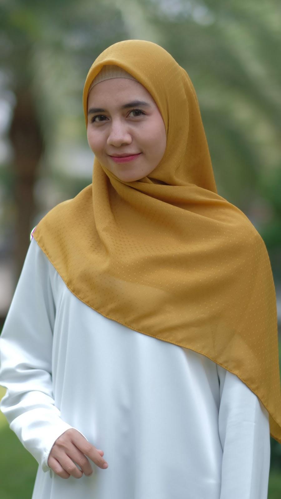 wallpaper muslimah cantik hijab cewek manis Jilbab kuning dan seksi