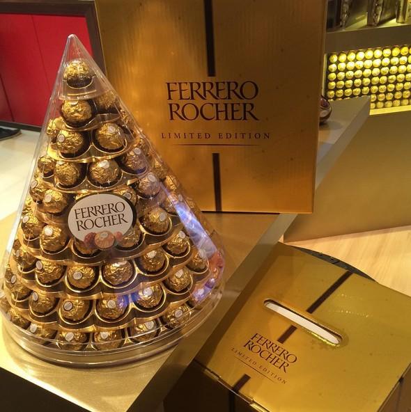 Ovo de Páscoa 2016 torre piramide Ferrero rocher