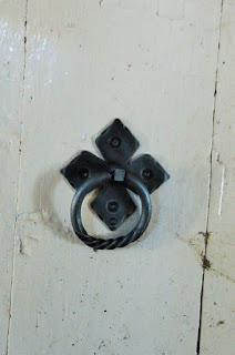 Кованая дверная стучалка ручной работы