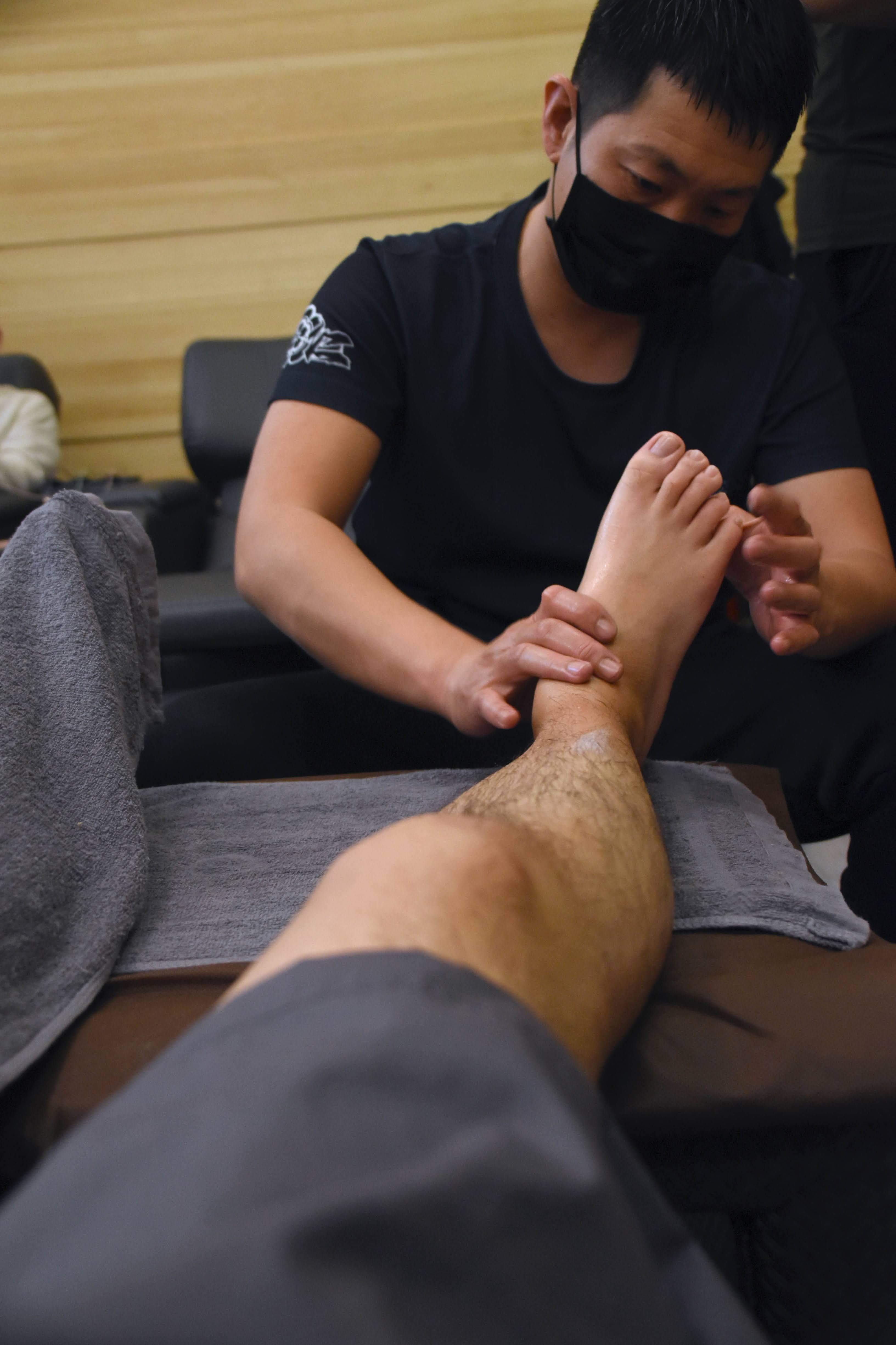 【台南|北區】仁足天下美容足體館,來一場專業的足底按摩及全身經絡按摩,舒緩日常的各種疲勞。🍃
