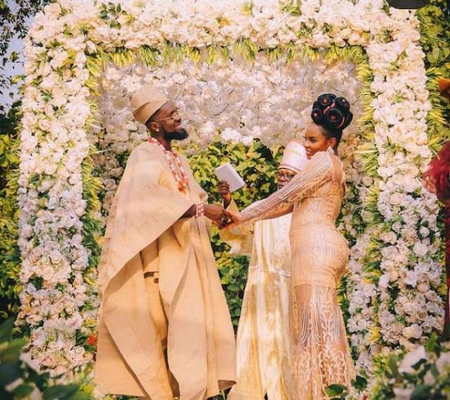 Patoranking and yemi Alade suprises fans with  loved-up photos
