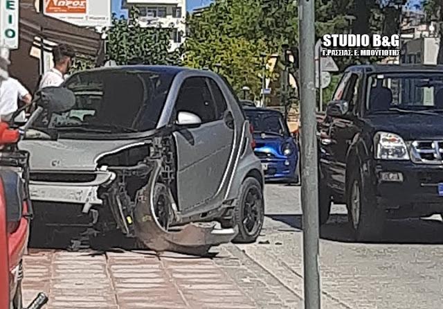 """""""Τρελή"""" πορεία αυτοκινήτου στο Άργος - Προκάλεσε ευτυχώς μόνο υλικές ζημιές"""