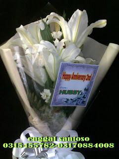 fourhand bunga tangan bunga lily cassablanka