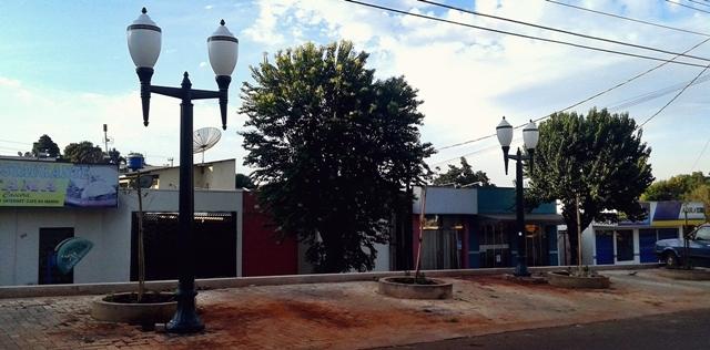 Iretama: Avenida Paraná ganha iluminação com postes republicanos
