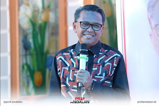 Dari Tukang Foto KTP Jadi Guru Besar di Kampus dan Tauladan Pemerintahan