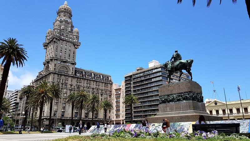 Plaza Independência, Ciudad Vieja - Montevidéu