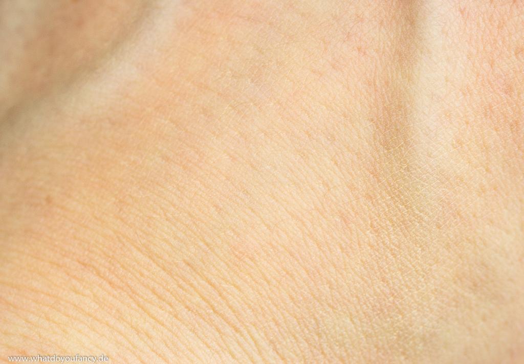 Giorgio Armani Maestro Fusion Makeup Foundation Farbton 3 Swatch Hand verblendet