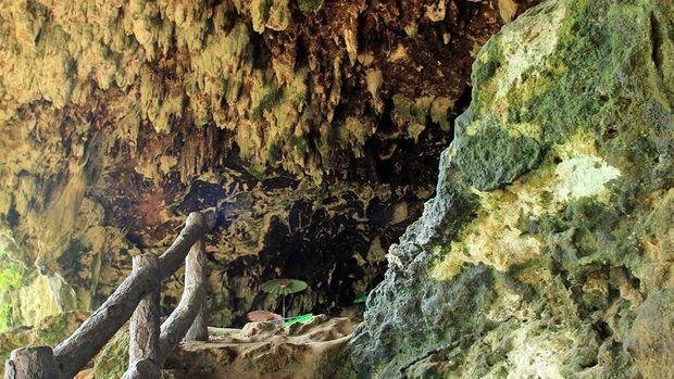 Makam Anak Angkat Nyi Roro Kidul di Gua Pangandaran Dengan 7 Orang Istrinya