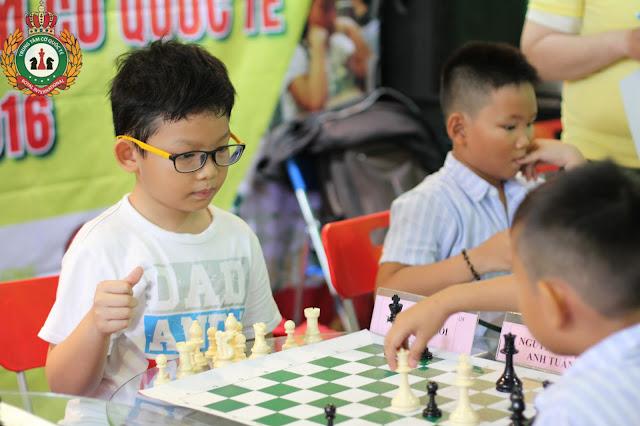 Vì sao bố mẹ nên cho trẻ học chơi cờ vua?