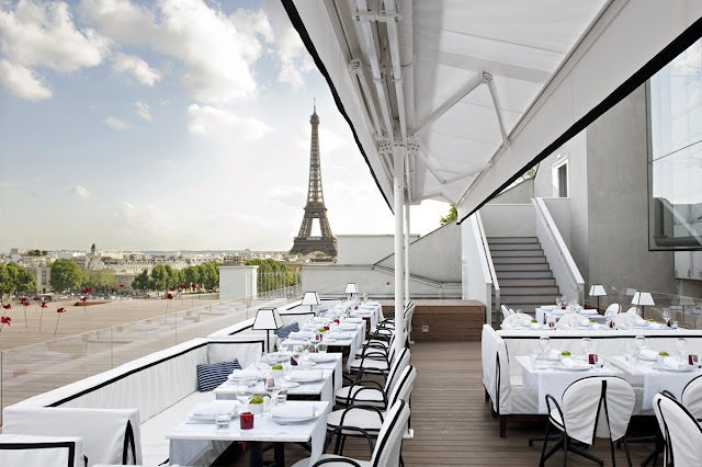 Paris restaurant with a view