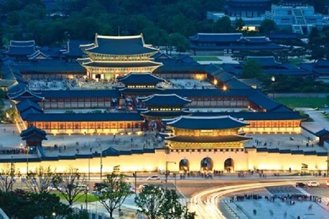 Cung điện gyeongbokgung về đêm.