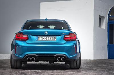 Kereta Sport BMW M2 2016 - Tampak Belakang