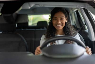 ما الدور الذي تلعبه الاشارات المرورية ؟