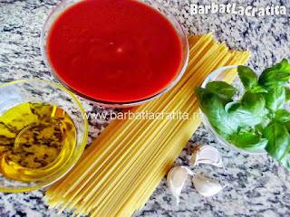 Spaghete cu sos de rosii - toate ingredientele necesare retetei