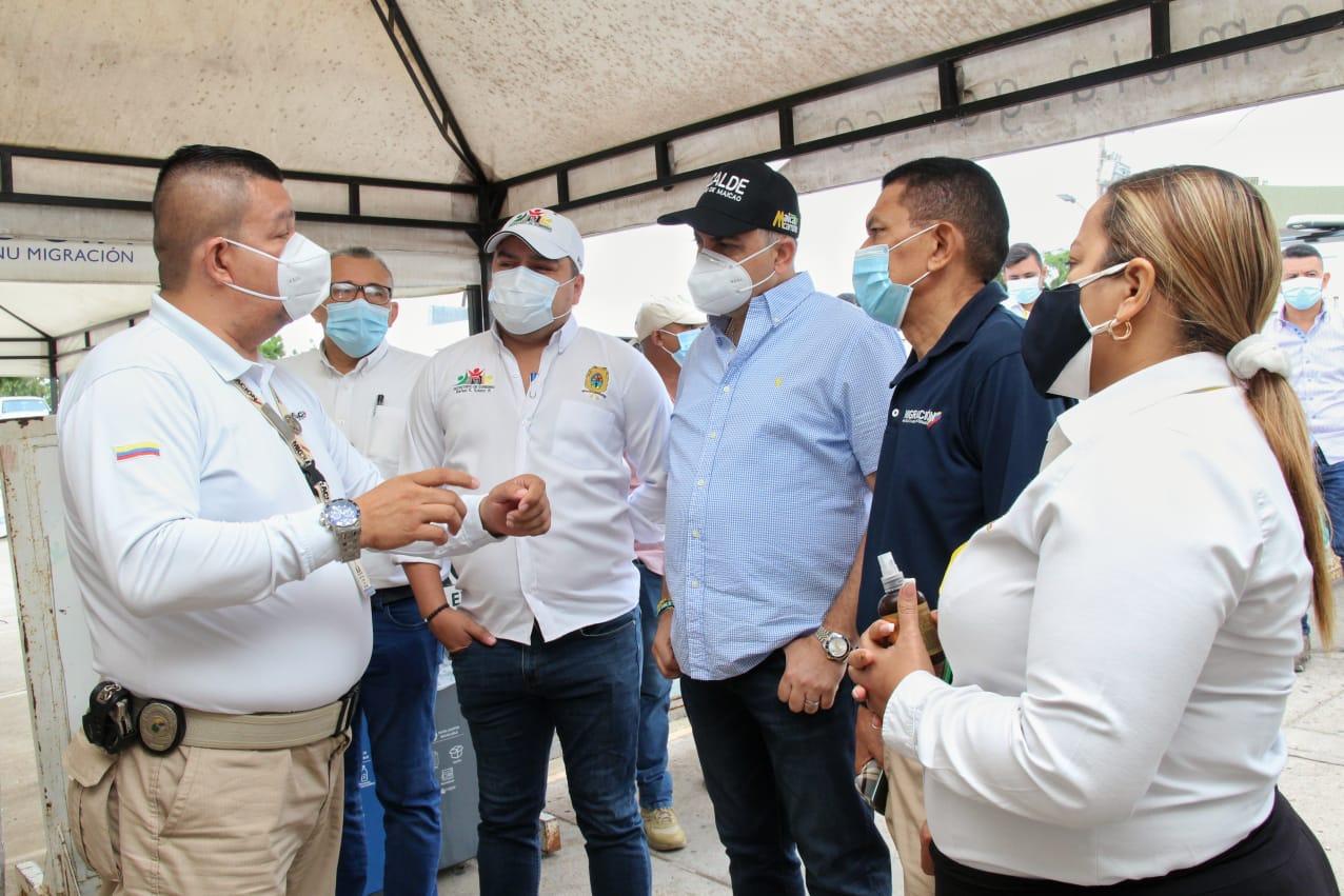 https://www.notasrosas.com/Alcalde de Maicao y director de Migración Colombia verifican apertura del paso fronterizo  de 'La Raya'