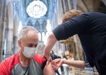 Vacinados que se infectam transmitem menos