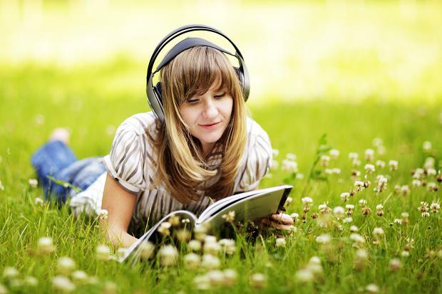 11 Manfaat Mendengarkan Musik yang Perlu Kamu Tahu