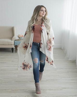 Outfit con kimono de flores