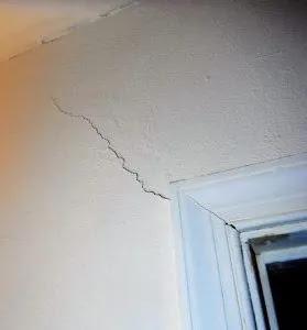 evin duvarının çatlaması neden olur