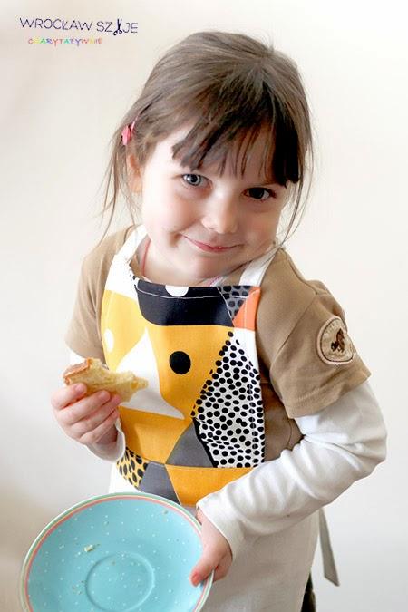 DIY, dla dzieci, dwuczęściowy, fartuszek, Fartuszek kuchenny, jak uszyć, kup teraz, na pasku, na prezent, prosty, tutorial, uszycie, z górą, z paskiem,