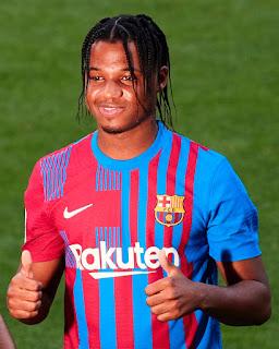 فاتى بقميص برشلونة الأساسى الجديد لموسم 2021/2022