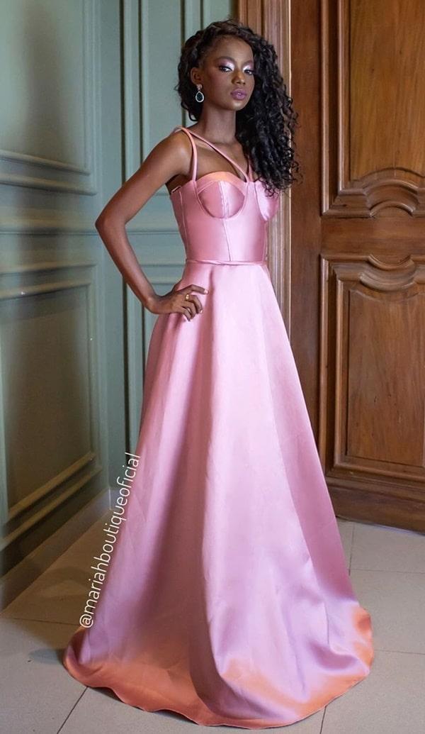 vestido longo rose com corpete estruturado para madrinha de casamento