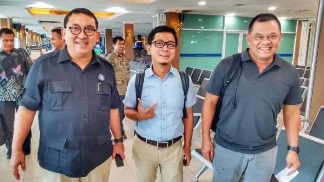 Fadli Zon  Gestur Gatot Nurmantyo Dukung Prabowo-Sandi - Portal Bersama e673657755