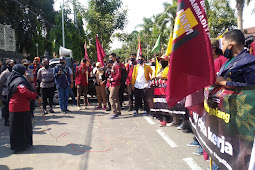 Aksi Damai AMM Magelang Kritisi Omnibus Law Berjalan Tertip