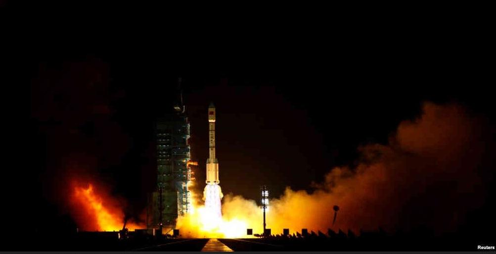 hina sedang menguji coba kemampuan astronot di masa depan untuk tinggal di bulan untuk waktu lama, di tengah usaha Beijing untuk memacu program antariksa dan mengirim manusia ke permukaan bulan dalam jangka waktu dua dekade mendatang.