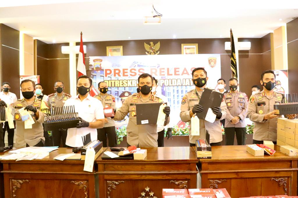 PT. Telkomsel  Dibobol, 3 Pelaku Pencurian Pulsa dan Voucher Game Di Tangkap Polisi