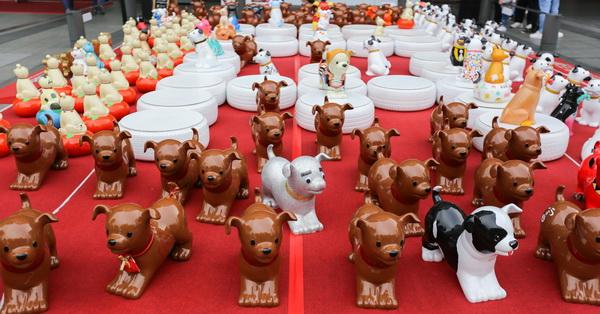 《台中.西屯》2018新光三越狗年燈展,義賣助浪浪,一百多隻狗狗公仔等待認養