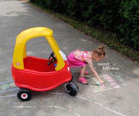 Sidewalk Chalk Fun: 40+ Games and Activities for Kids for the Summer, plus DIY Chalk Paint Recipe - www.sweetlittleonesblog.com