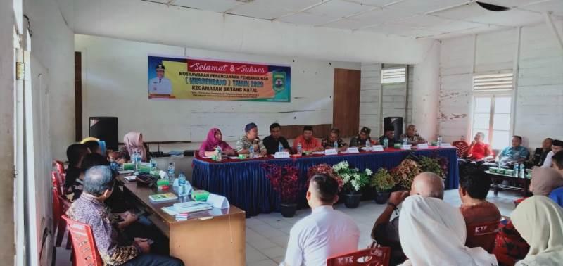 Anggota DPRD Eveline Sago Minta BLK Madina Buka Kelas Pelatihan Tukang Bangunan