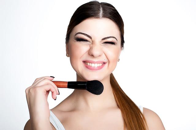 Ce trebuie sa contina trusa de make-up a oricarei femei