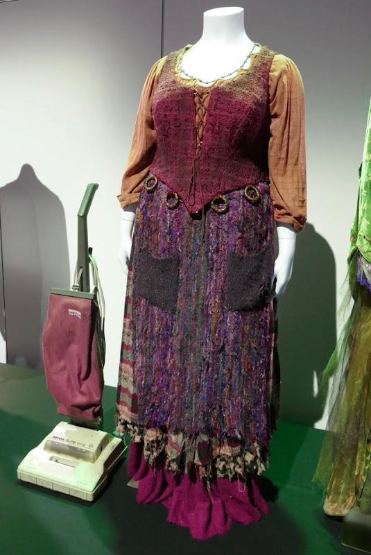 Hocus Pocus Mary Sanderson costume vacuum cleaner