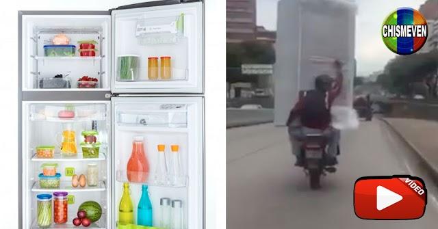 Solo en Venezuela | Servicio de entregas de una nevera en moto