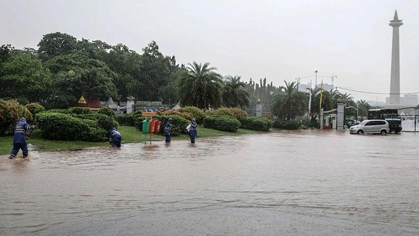 Dishub DKI Sebar Foto Banjir Monas, Anak Buah Anies Marah di WhatsApp