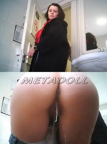 WC 2497-2501 (Toilet voyeur video of girls pissing in restaurant)