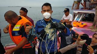 Pesawat Sriwijaya Air Hilang Kontak, Diduga Serpihan Pesawat Ditemukan Di Kepulauan Seribu