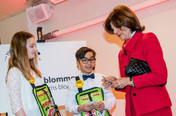 Queen Silvia has purchased the first Mayflower pins for 2017 at the Maltesholm school in Stockholm. Mayflower Charity Foundation for Children