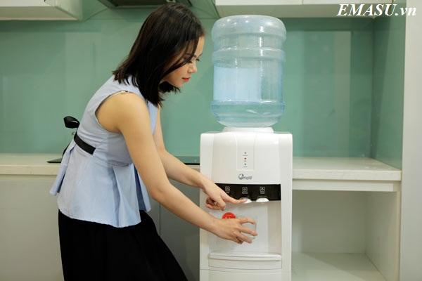 Cây nước nóng lạnh cao cấp FujiE WD1800E màu trắng sang trọng, 3 vòi riêng biệt, có khóa an toàn, tiện dụng cho văn phòng và gia đình