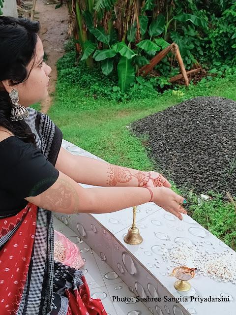 Girls offering Khai Anjula to Suryadev on the morning of Kumara Purnima