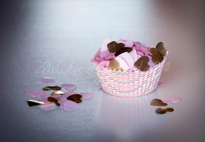 Confetti en rosa y dorado y con forma de corazón