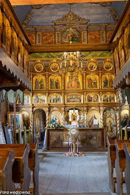 Wnętrze świątyni z perspektywy babińca